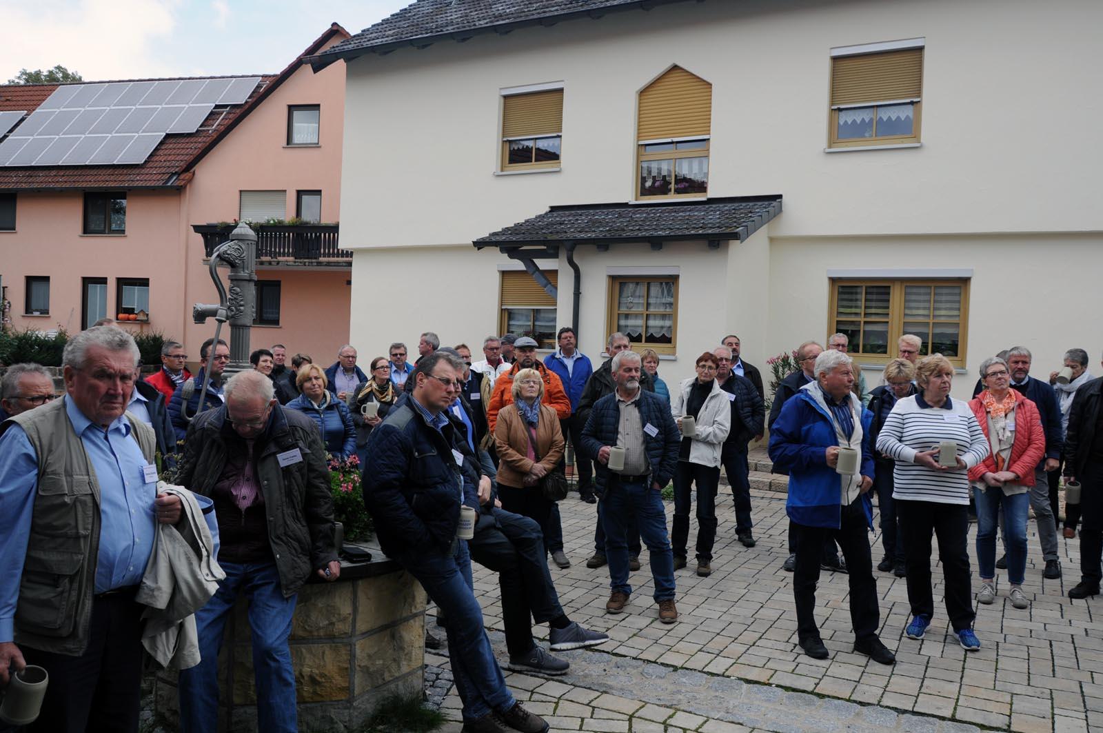 Die Mitglieder des BTG e.V. bei der interessanten Fachexkursion im Dorferneuerungsverfahren Unterelldorf