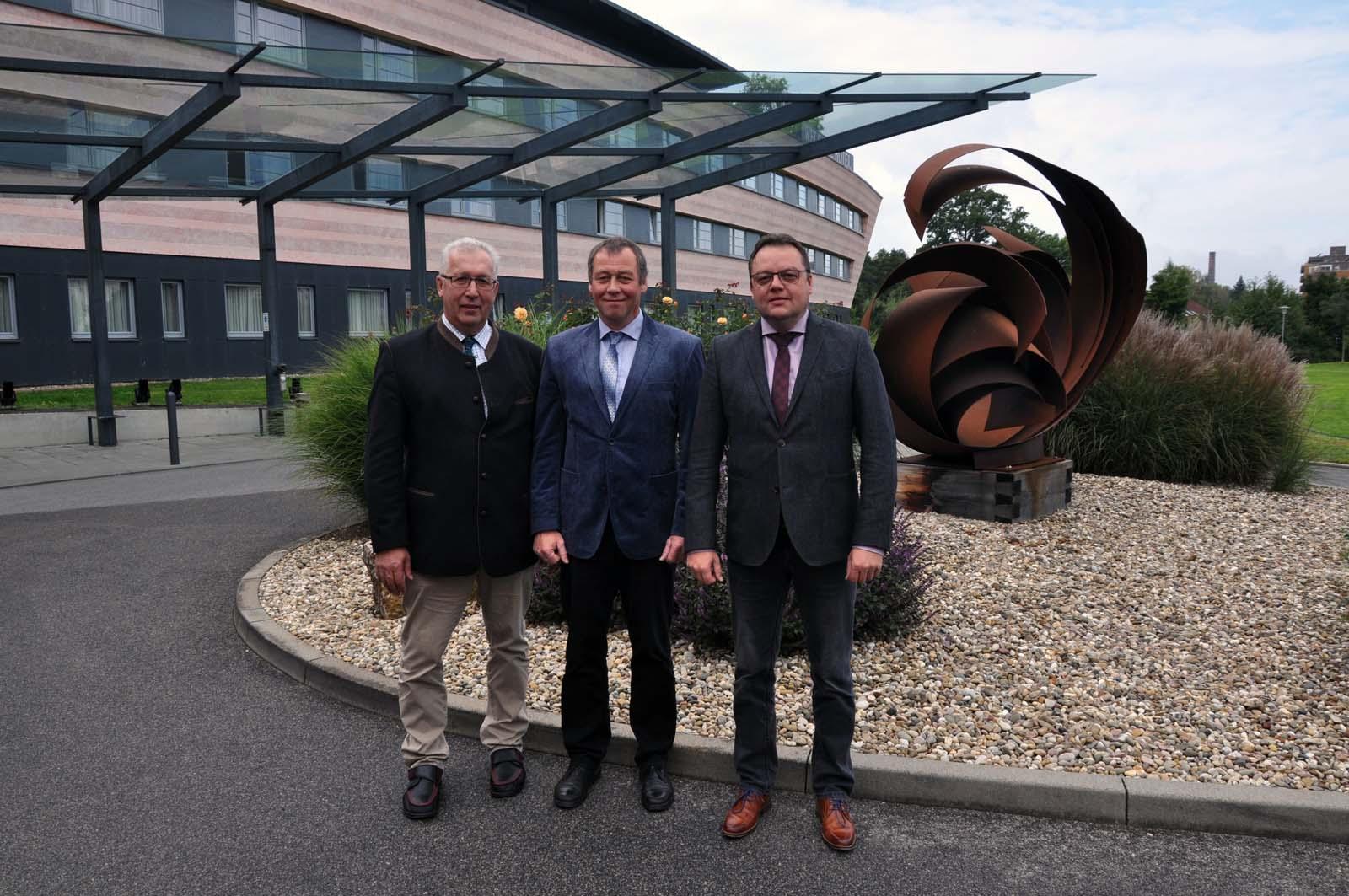 Im Zuge der turnusmäßigen Wahlen zum Vorstand des BTG e. V. wurden Präsident Ekkehard Horrmann (mitte), Vizepräsident Johannes Billen (links) und Geschäftsführer Joachim Hartmann für weitere vier Jahre in ihren Ämtern bestätigt.